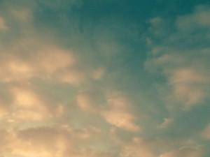 Clouds tricolor.